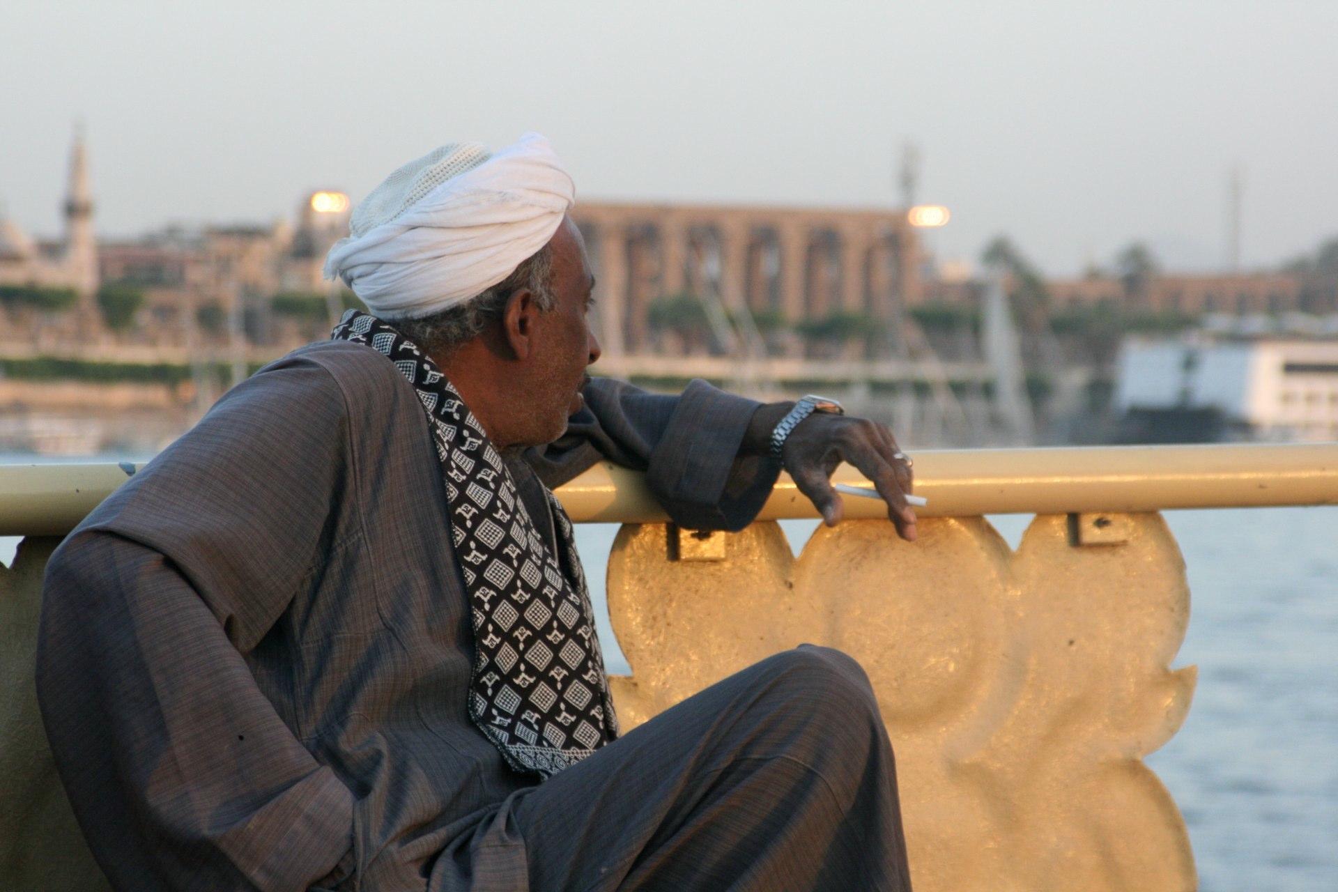 Luxor Mann mit Zigarette